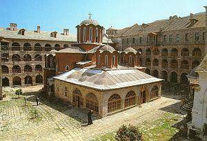Центральный храм монастыря