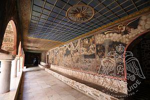Фрески перед входом в монастырскую трапезную