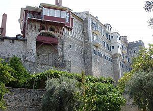Внешние стены монастыря Ватопед