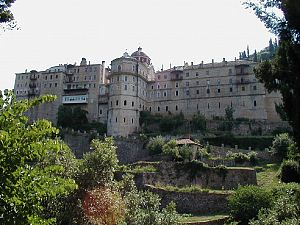 Внешние стены монастыря