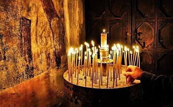 Что символизируют свечи, которые мы зажигаем в церкви