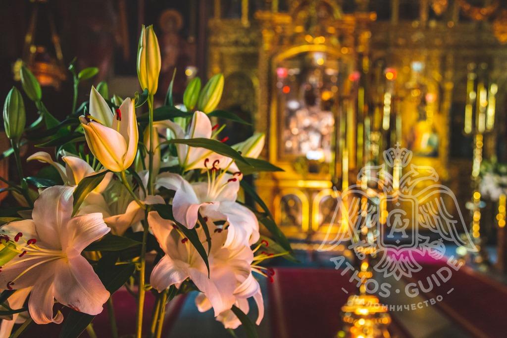Цветы у икон