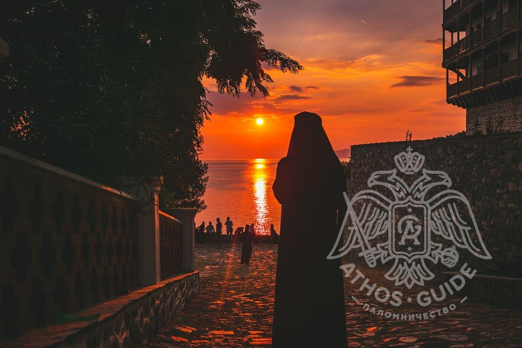 Монах в монастыре Святого Пантелеймона