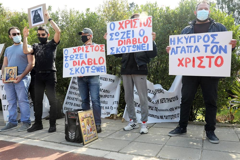 Протесты против песни фото