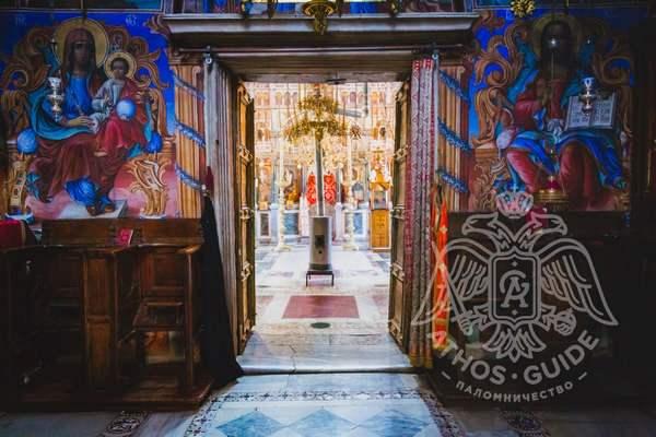 Фрески у входа в храм Великой Лавры