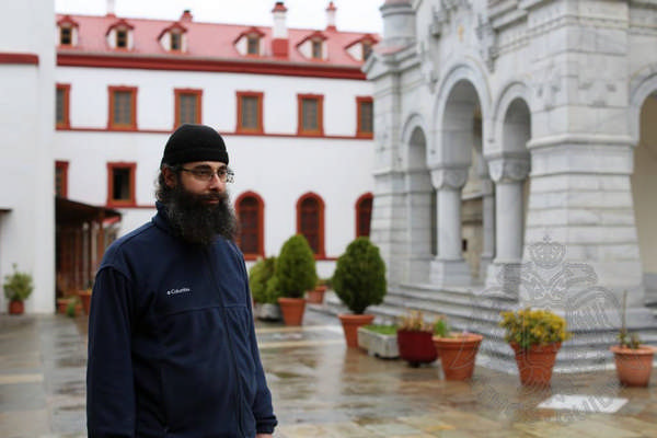 Монах на территории афонского монастыря