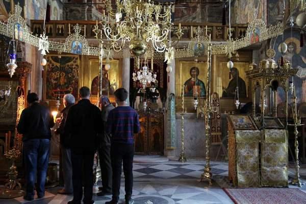 Паломники в храме Протата на Афоне