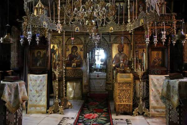 Иконостас в храме монастыря