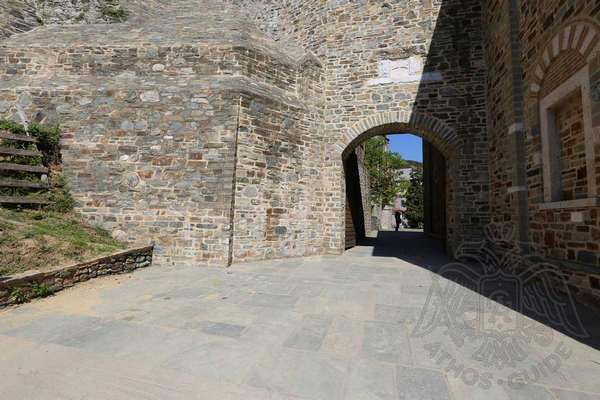 Внутренний двор монастыря Иверон