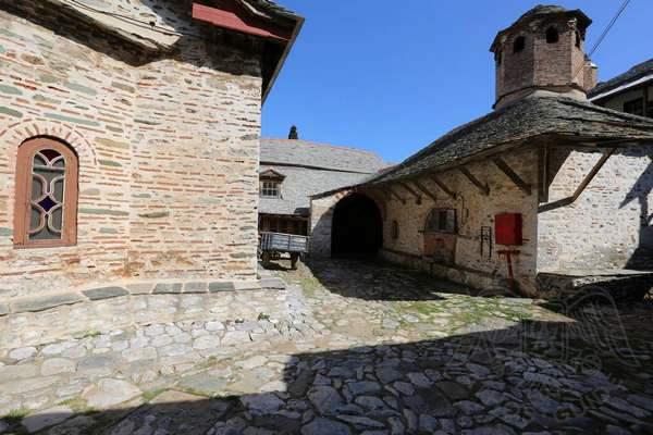 Великая Лавра, фото внутреннего двора и хозяйственных помещений
