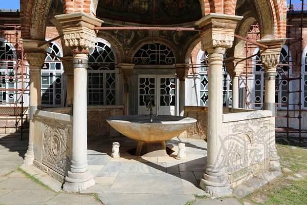 Купель монастыря Великая Лавра