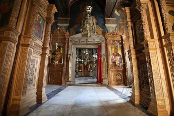 Вход в главный храм монастыря Пантократор