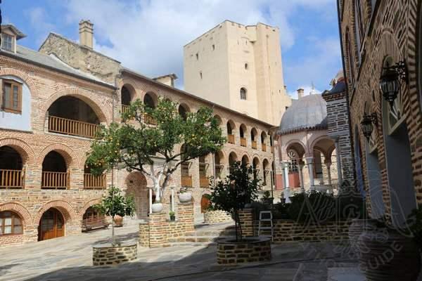Двор и башня монастыря