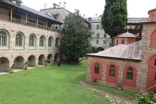 Афон, Филофей: монастырский двор