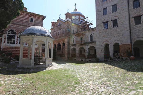 Монастырский двор и купель монастыря Зограф