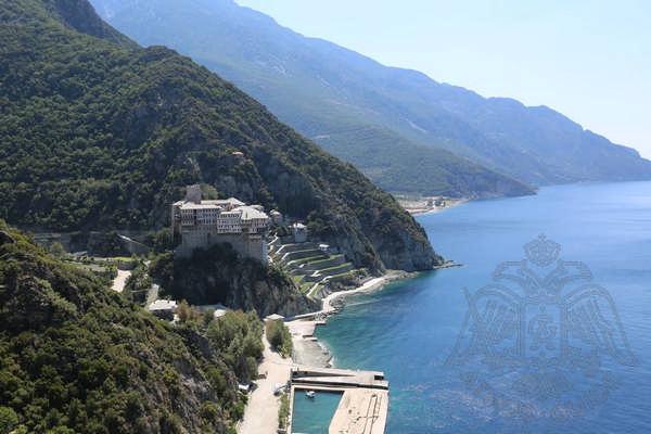 Причал и территория монастыря Дионисиат