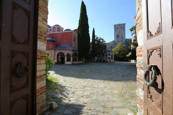 Ворота монастыря Иверон