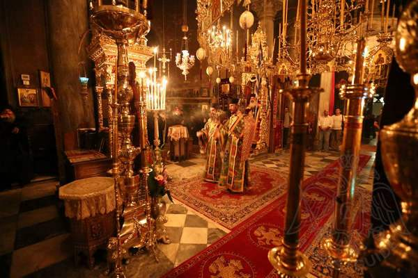 Служба в храме монастыря