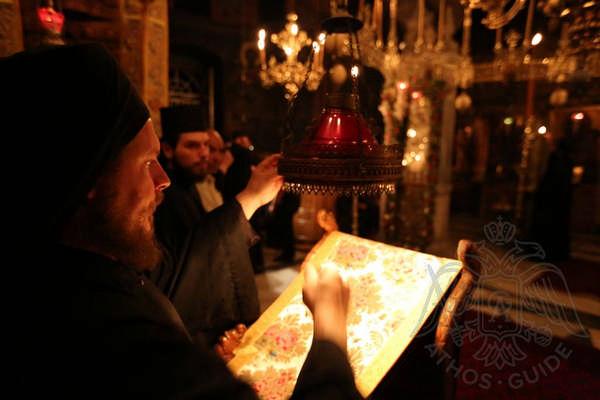Служба в монастыре Пантократор