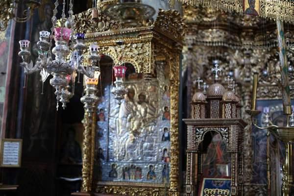 Внутреннее убранство и икона Богородицы