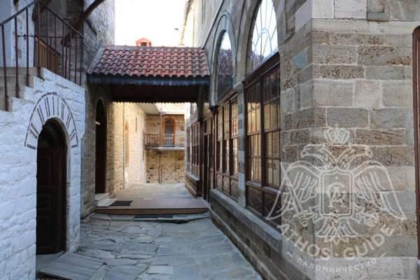 Монастырский двор, постройки