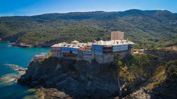 Монастырь на вершине Афонской Горы
