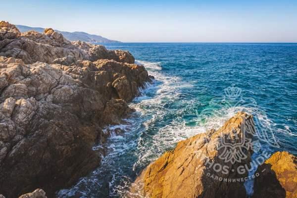 Склаистое побережье Святой Горы Афон