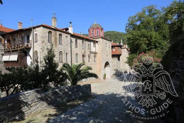 Монастырь Констамонит: внутренний двор