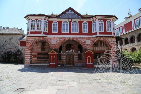 Монастырь Ватопед: внутренний двор