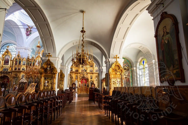 Колонны и иконостас монастыря на Афоне