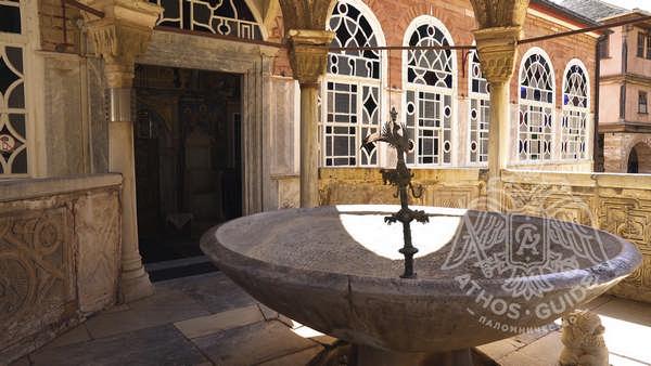 Купель монастыря Великой Лавры на Святой Горе