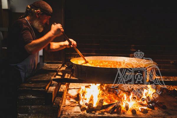 Фото монах готовит блюда в пост