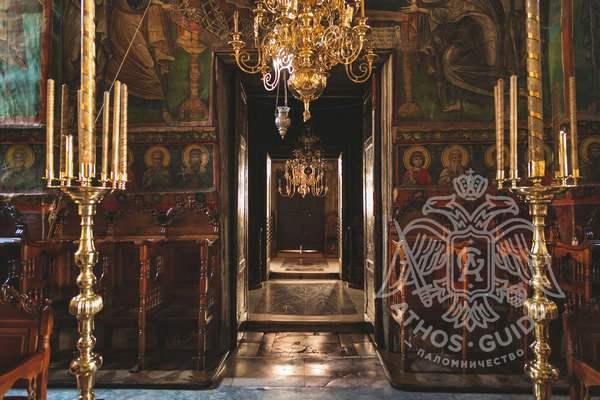 Двери в храм монастыря Ватопед