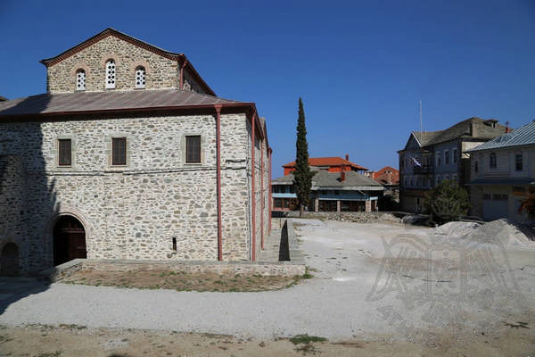 Здания в Карьесе (Карее) на Афоне