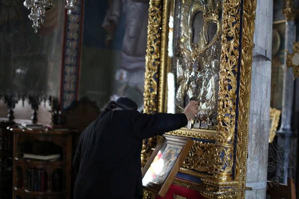 Монастырь Ксенофонт, иконы