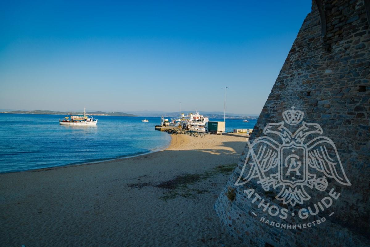 Корабли в порту Урануполи фото
