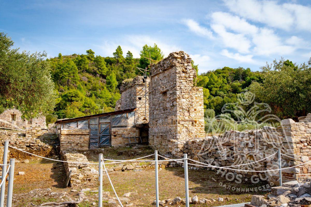Франкский замок и монастырь Зигу фото