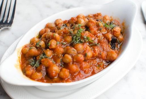 Нут в томатном соусе